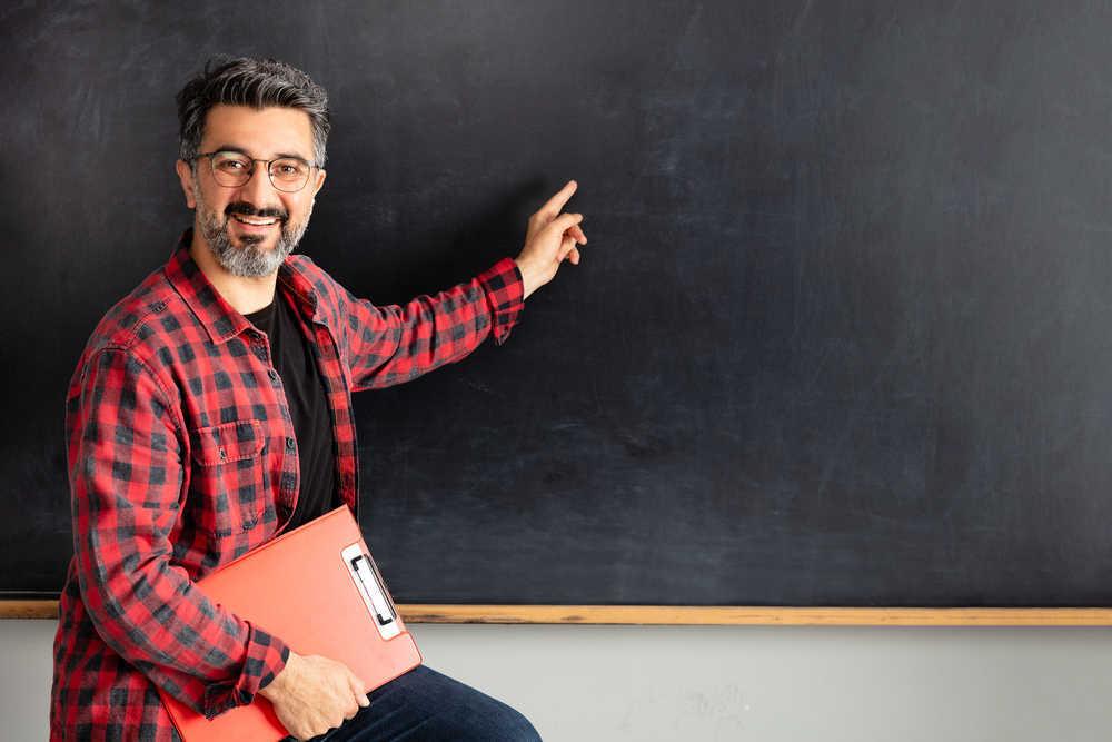 Contratar profesores es la mejor manera de seguir mejorando en materia educativa
